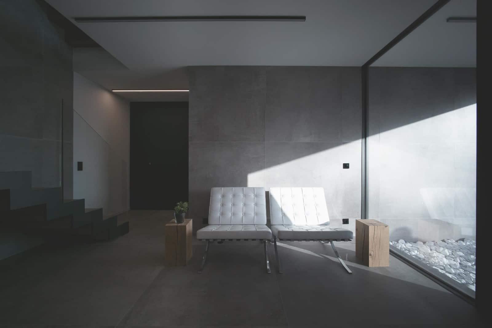 Hall Homeshowroom Ludwig Mies van der Rohe - chaise Barcelona - - Maison d'architecte, villa contemporaine - Archidomo - architecture Annecy Lyon Paris- Maison d'architecte, villa contemporaine - Archidomo - architecture Annecy Lyon Paris