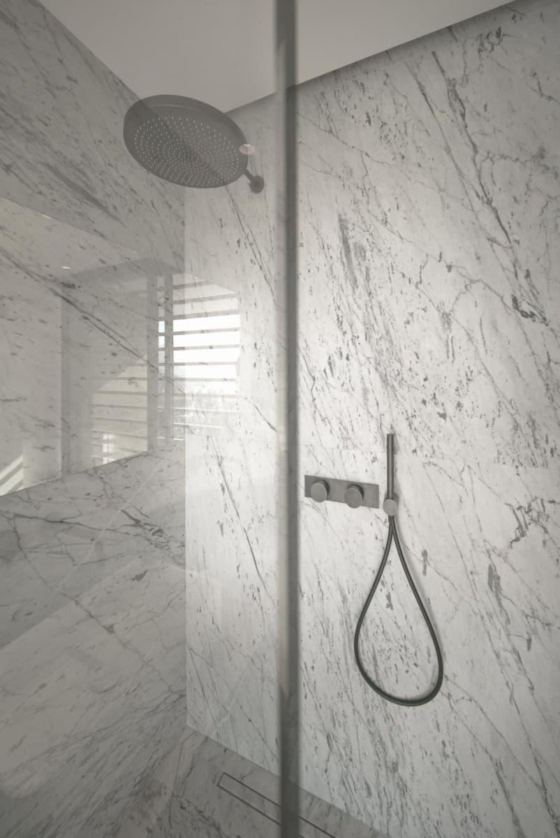Salle de bains marbre - Maison d'architecte, villa contemporaine - Archidomo - architecture Annecy Lyon Paris