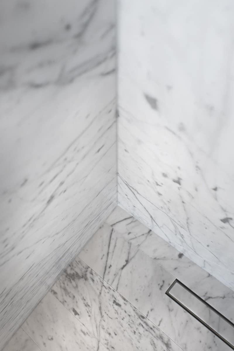 Salle de bains Marbre blanc - Maison d'architecte, villa contemporaine - Archidomo - architecture Annecy Lyon Paris