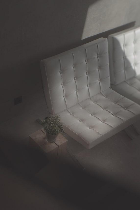 Ludwig Mies van der Rohe - chaise Barcelona - - Maison d'architecte, villa contemporaine - Archidomo - architecture Annecy Lyon Paris- Maison d'architecte, villa contemporaine - Archidomo - architecture Annecy Lyon Paris