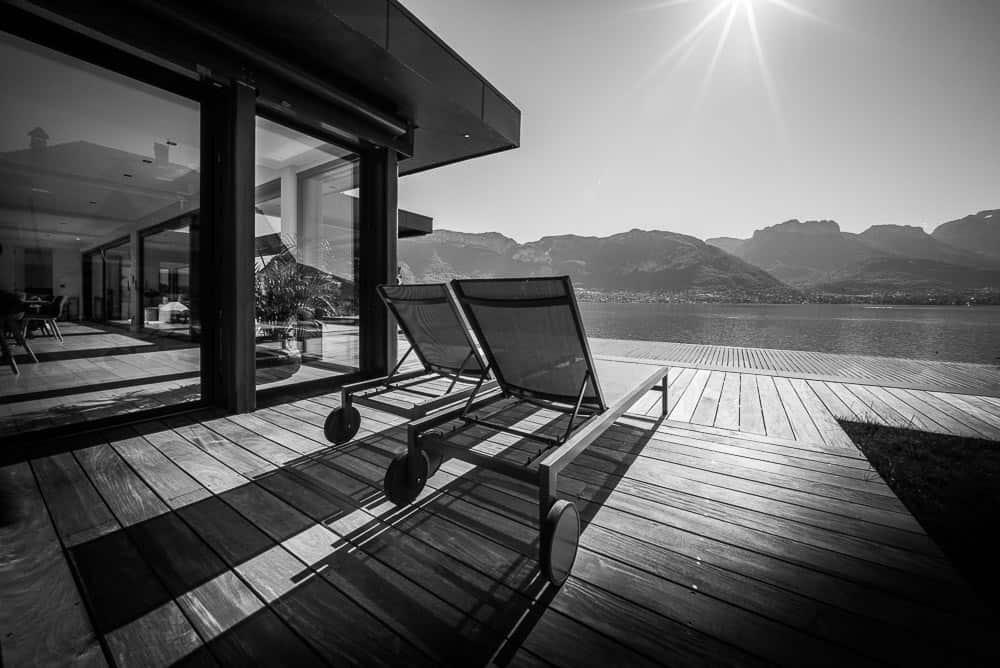 Terasse contemporaine vue Lac - Maison d'architecte, villa contemporaine - Archidomo