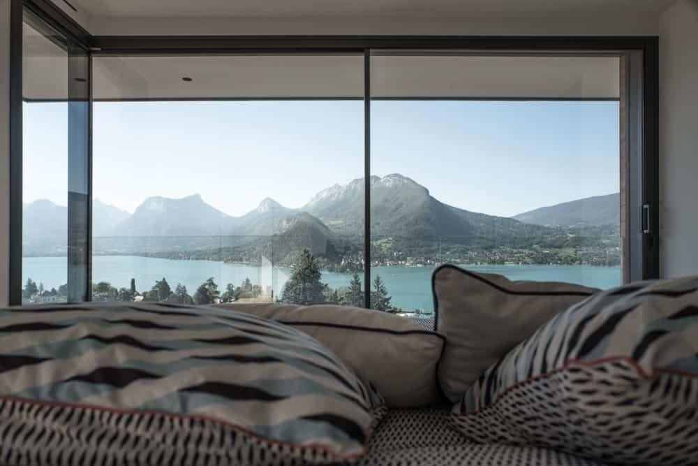 Chambre vue Lac, Lac d'Annecy - Maison d'architecte, villa contemporaine - Archidomo