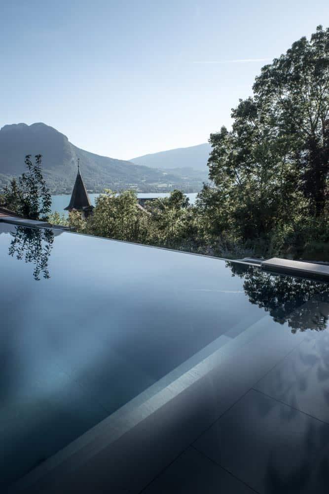 Piscine vue lac, Lac d'Annecy - Maison d'architecte, villa contemporaine - Archidomo