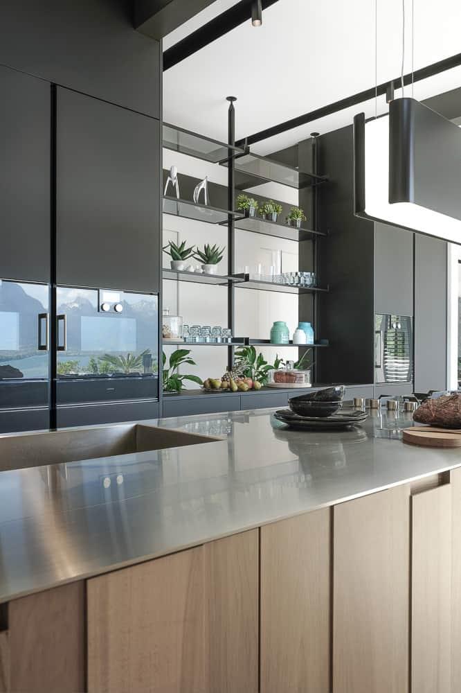 Plan de travail de la cuisine Boffi du showroom de Talloires en Haute-Savoie