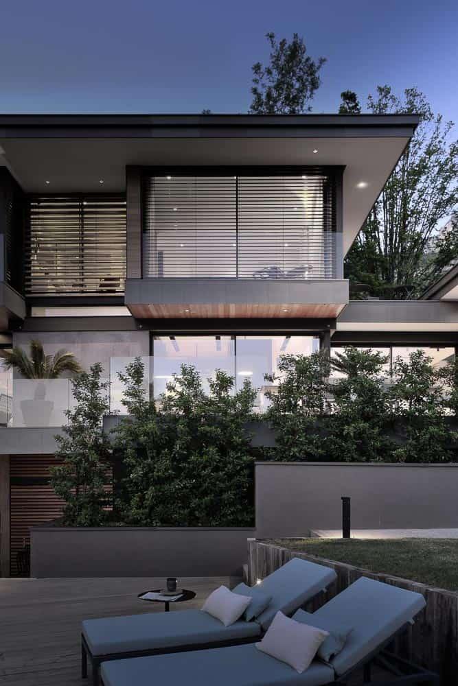 Maison d'architecte vue de nuit à Talloires. Archidomo, Cabinet d'Architecte & Architecte d'intérieur à Annecy, Talloires, Megève, Courchevel