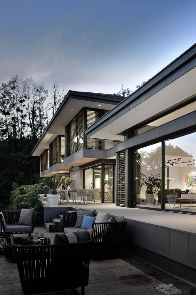 Maison d'architecte sur le Lac d'Annecy ) Talloire, vue de nuit. Archidomo, Cabinet d'Architecte & Architecte d'intérieur à Annecy, Talloires, Megève, Courchevel