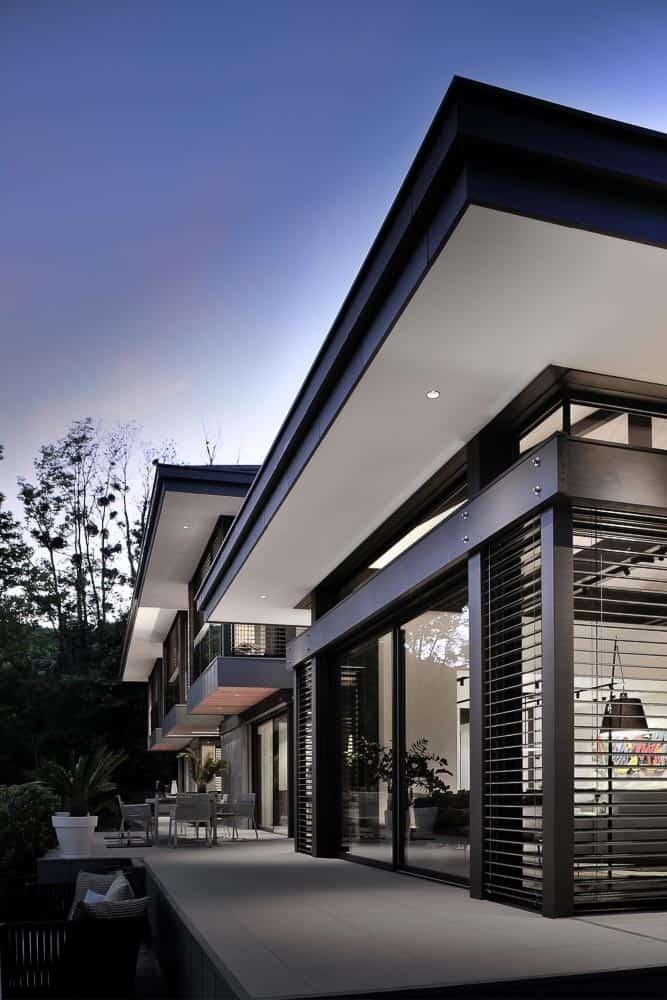 Vue de nuit, villa contemporaine à Talloires, Lac d'Annecy. Archidomo, Cabinet d'Architecte & Architecte d'intérieur à Annecy, Talloires, Megève, Courchevel