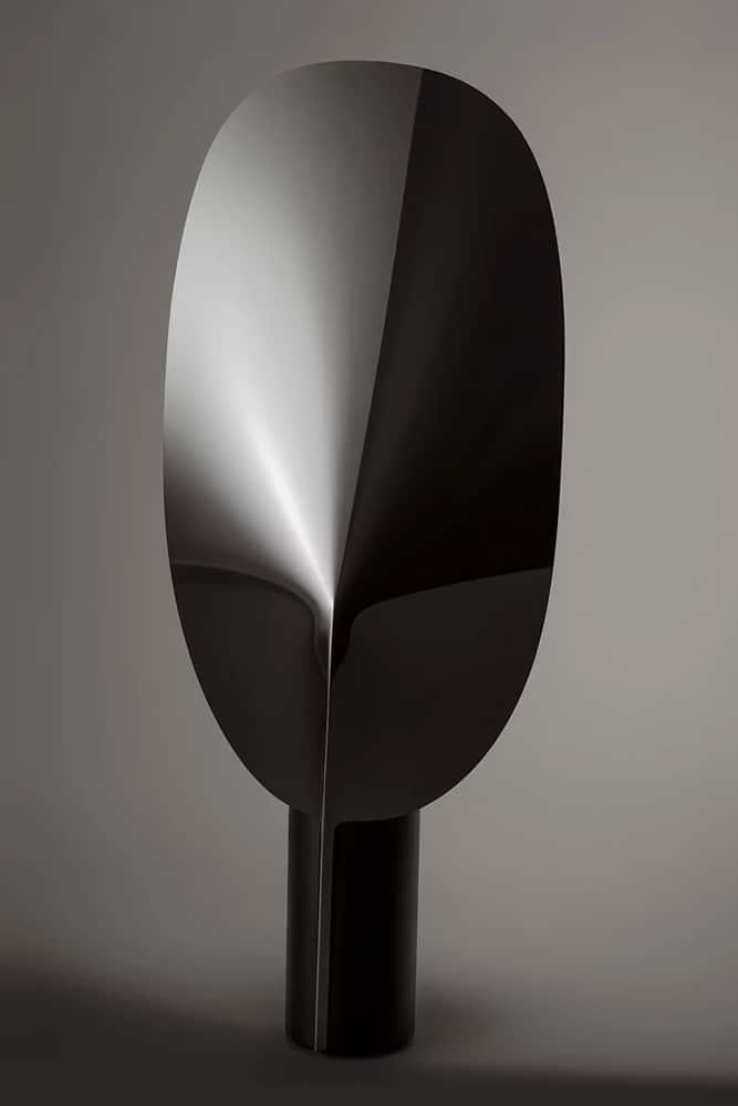 Dans notre showromm. La lampe Serena de l'éditeur Flos designé par Patricia Urquiola.